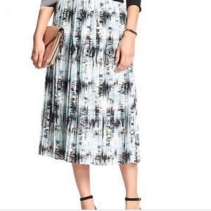 Bananna Republic printed & pleated midi skirt